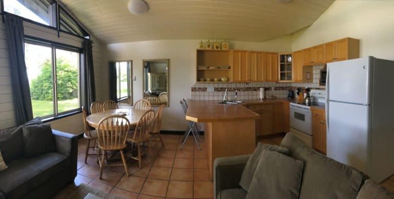 MacKenzie Beach Resort cabin kitchen-dining