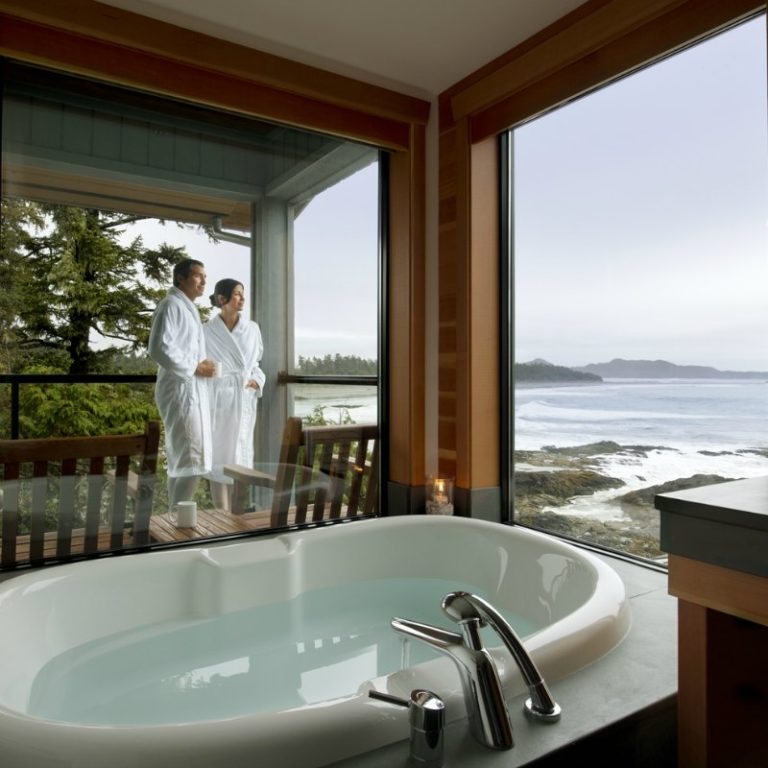 Jacuzzi tub with amazing ocean view at the Wickaninnish Inn