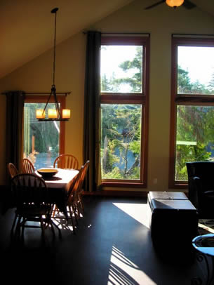 Cobble Wood Guest House, Tofino