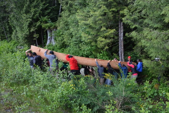 Joe Martin builds and moves carved canoe in Ha'uukmin Tribal Park